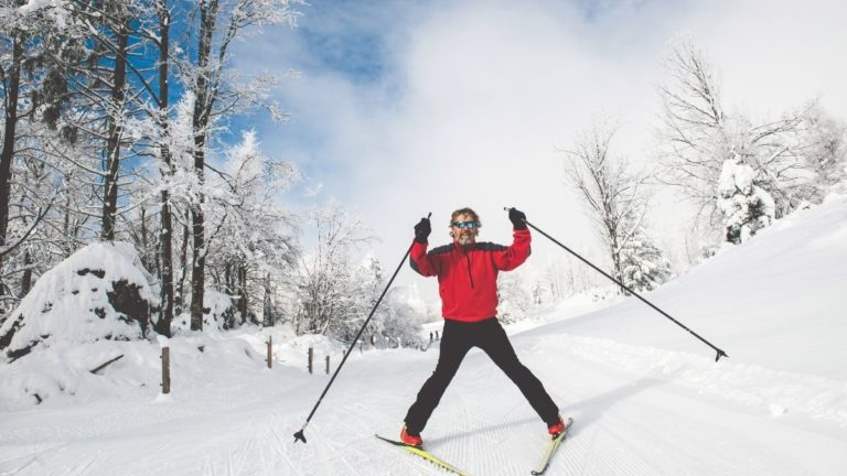 10 Benefits of Cross Country Skiing for Seniors (Stay Young at Heart!)